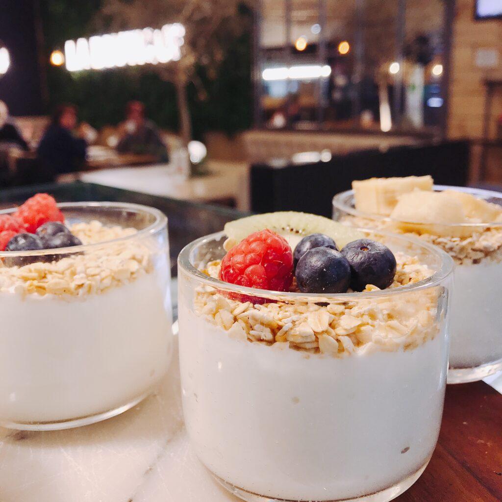 Yogur con avena y frutas La Boutique